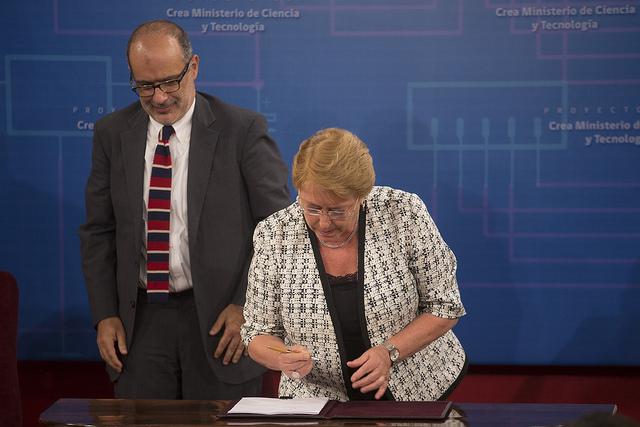En el salón Montt Varas del palacio de la moneda, se firmó el envío del proyecto que crea el ministerio de ciencia y tecnología