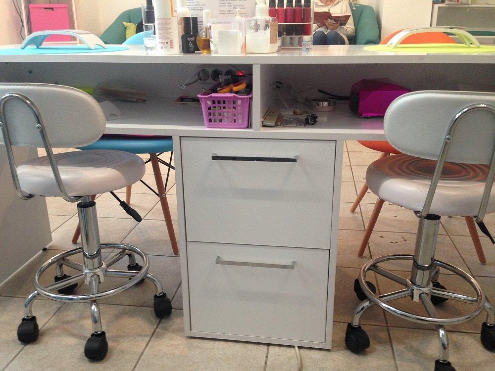 Маникюрный стол на два рабочих места
