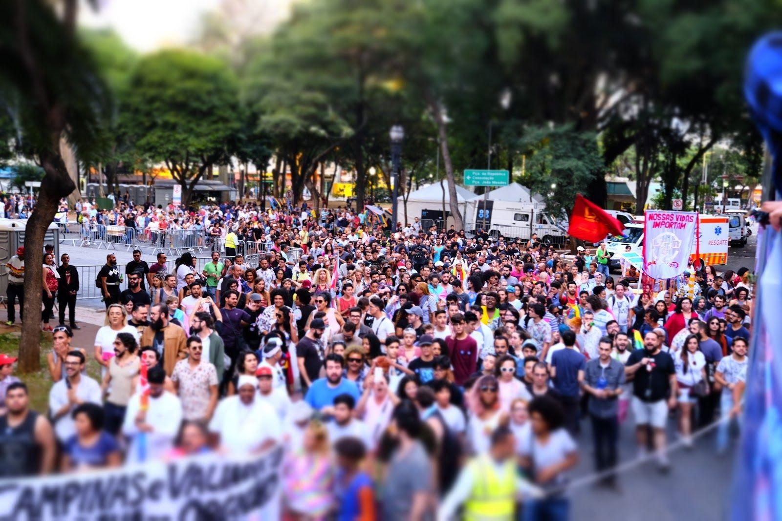 Foto do público da 1ª Marcha Trans de São Paulo. Foto: Pri Bertucci.