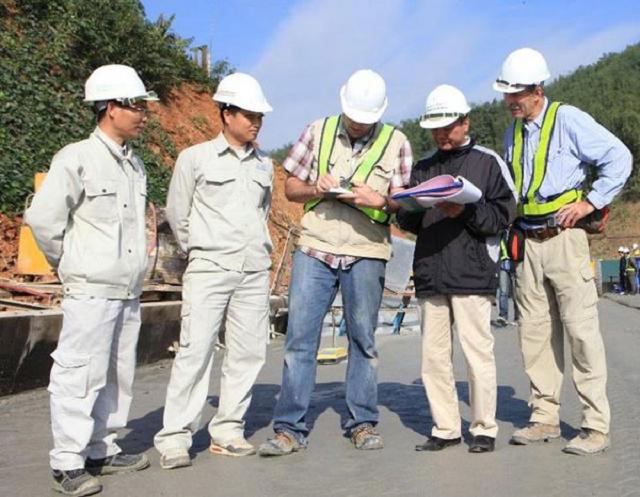 Quần áo bảo hộ xây dựng giúp công nhân, kỹ sư yên tâm làm việc hơn
