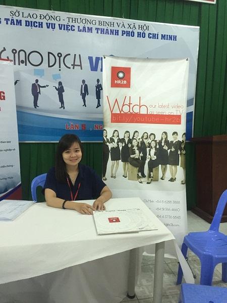 1. Chuyên viên nhân sự của HR2B đã sẵn sàng để tư vấn cho các ứng viên.JPG