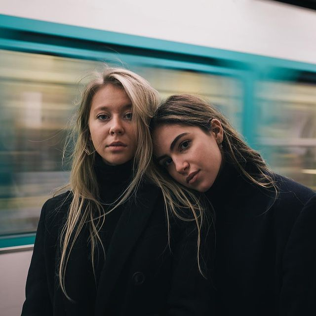 Photo by Mario in Paris, France with @wileyybecker, and @cath.sar. Image may contain: 2 people, night.