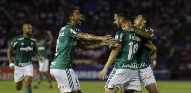 jogadores-do-palmeiras-comemoram-gol-de-bruno-henrique-contra-o-junior-barranquilla-pela-libertadores-1519953027635_615x300