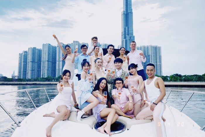 Vũ Thảo My tổ chức sinh nhật cùng bạn bè bên du thuyền - ảnh 1