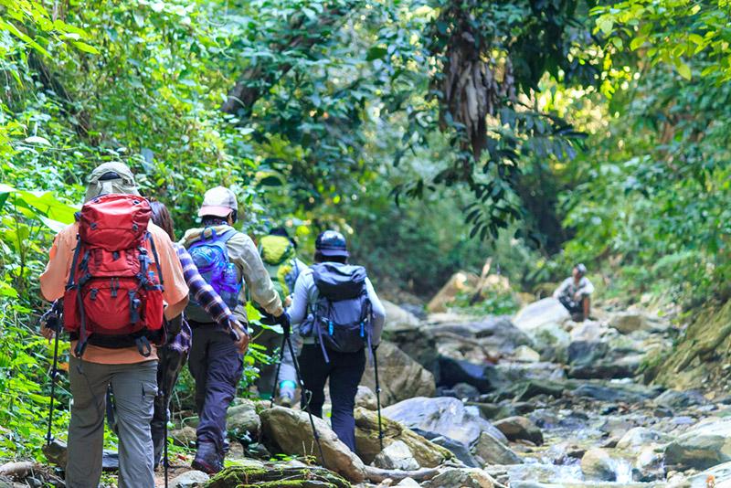 6 เสื้อผ้าเดินป่าสำหรับคุณผู้ชายคุณยอดเยี่ยม พร้อมลุยป่า ฝ่าดง ไปกับทุกการผจญภัยของคุณ !8