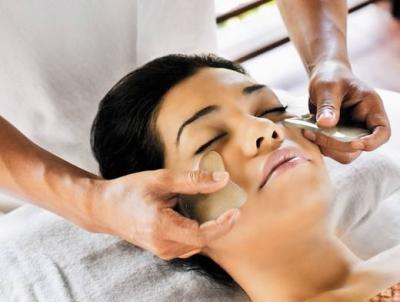 массаж лица методом гуаша
