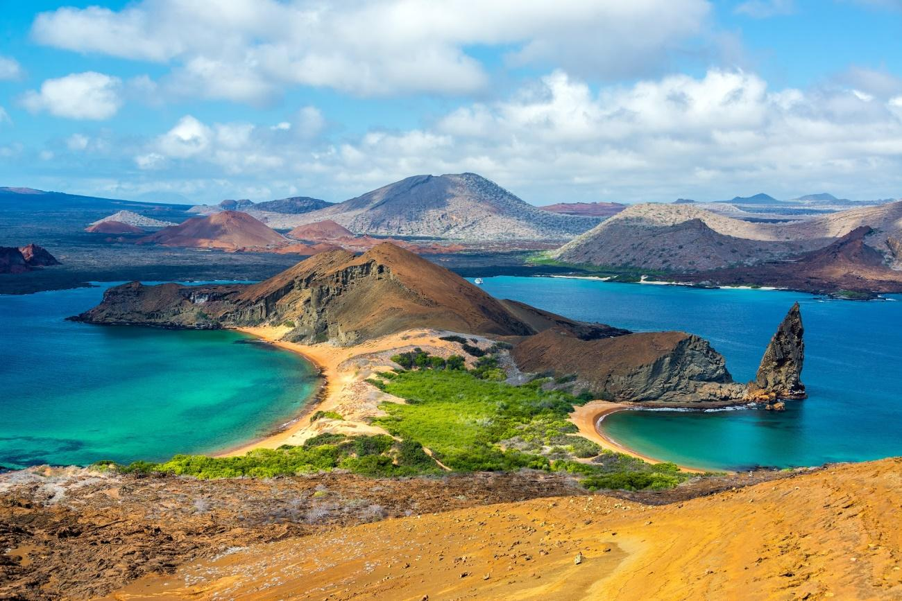 https://www.tanie-loty.com.pl/czytelnia/wp-content/uploads/2018/10/Ekwador-View-of-two-beaches-on-Bartolome-Island-in-the-Galapagos-Islands-in-Ecuador-shutterstock_265791809.jpg