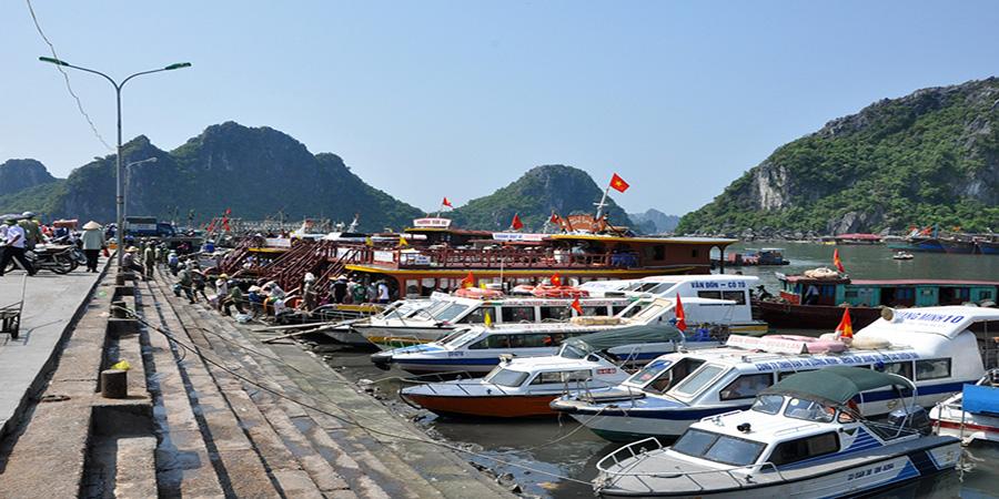 Sau đó bạn sẽ đi thuyền để tới hòn đảo Cô Tô xinh đẹp