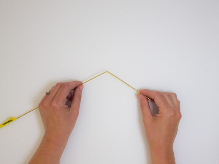 How to make a hanging air plant holder. Bend the rod in order to divide it into the different sections. If necessary, you can file the ends of the rods with a fine sandpaper.