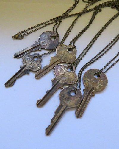 Vòng đeo cổ từ chìa khóa cũ