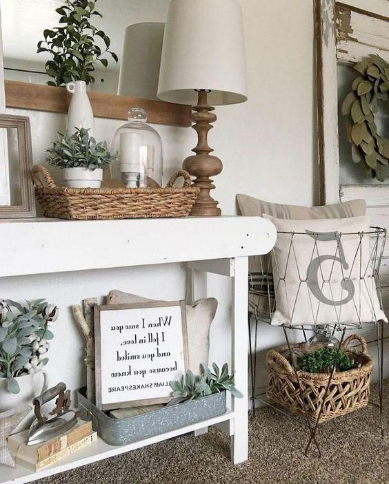 60+ Simple Farmhouse Entryway Decorating Ideas #farmhouse #farmhousestyle #farmhousedecor #decorating #decoratingideas