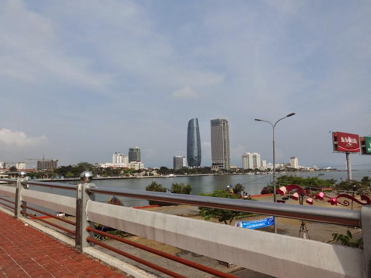 http://www.muanhadatdanang.net/2015/03/vincom-center-da-nang-hinh-anh-thuc-te-vi-tri-du-an-va-canh-quan.html