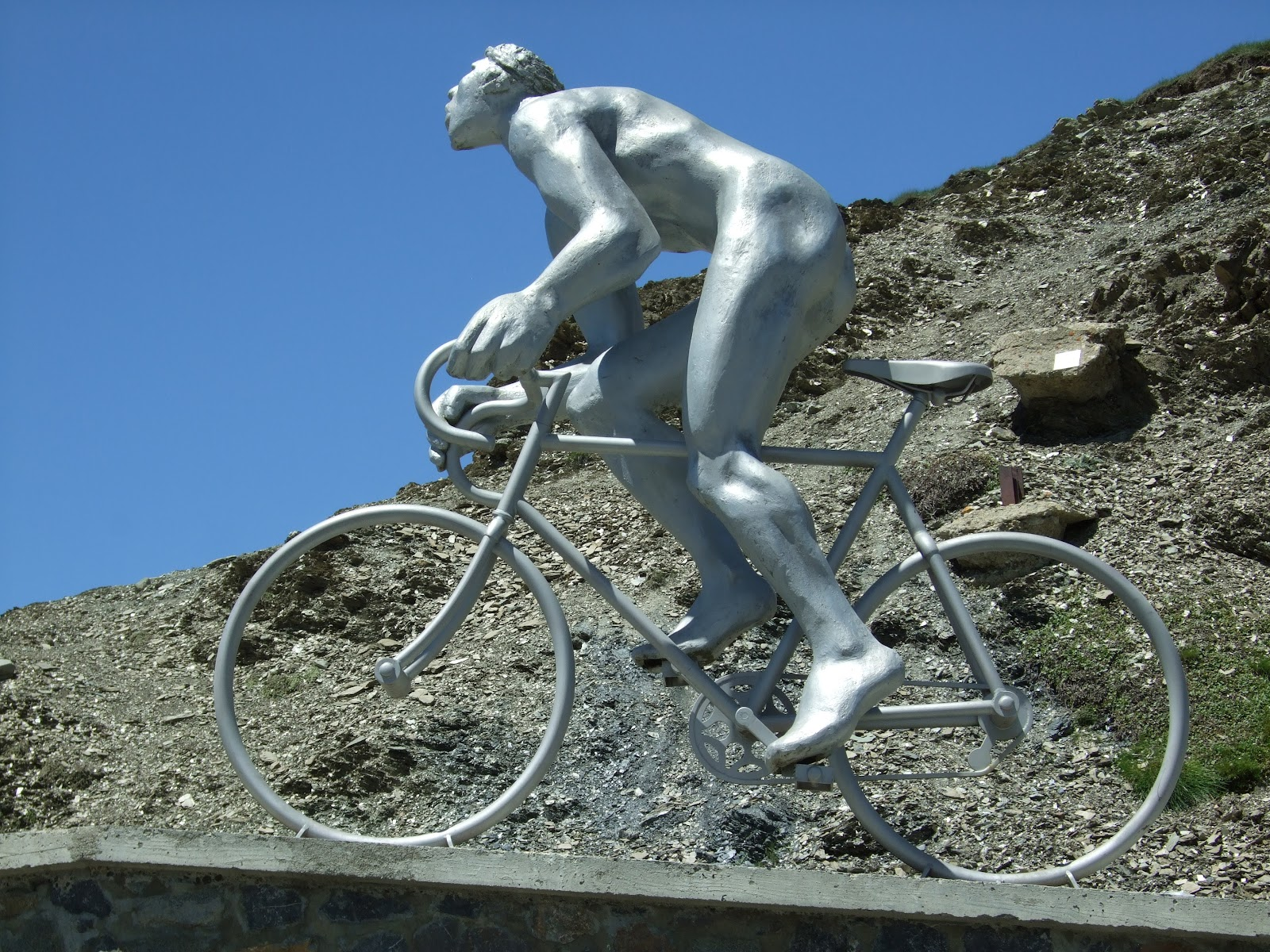 Col du Tourmalet summit and col - photo of Le Geant
