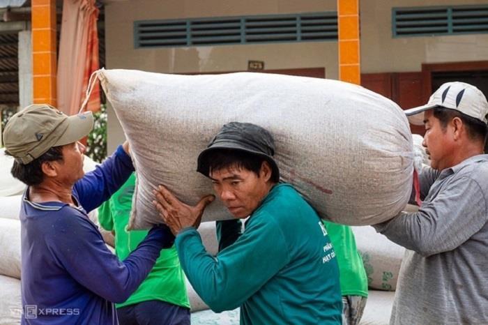 Bộ Tài chính đề nghị dừng xuất khẩu gạo tẻ đến 15/6 - 1