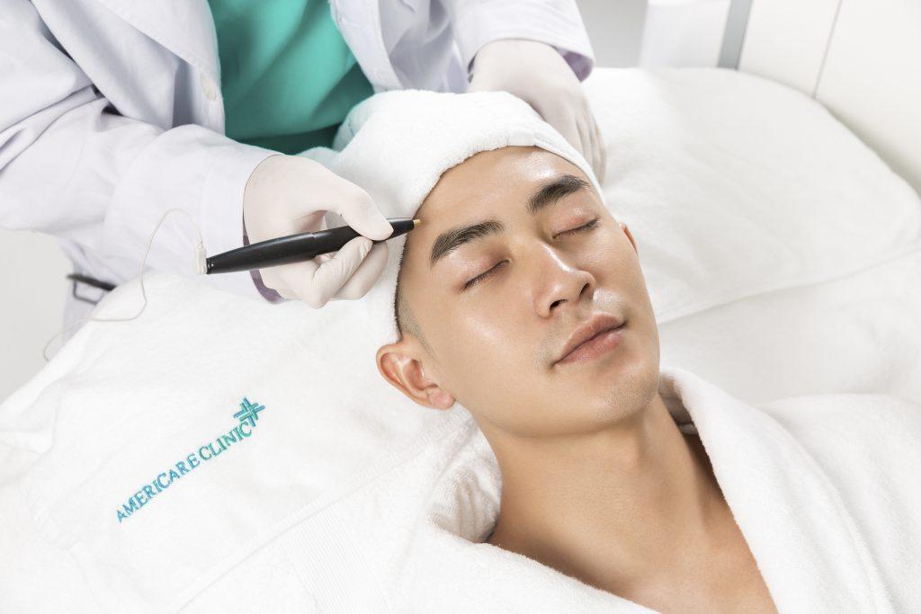Cơ chế hoạt động của điều trị mụn bằng laser