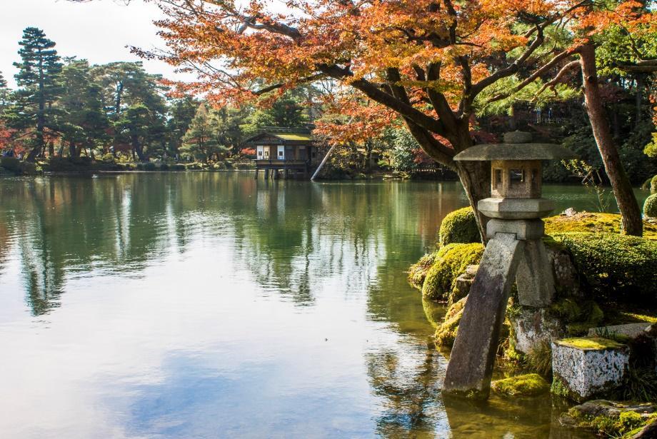 Kenroku-en River view