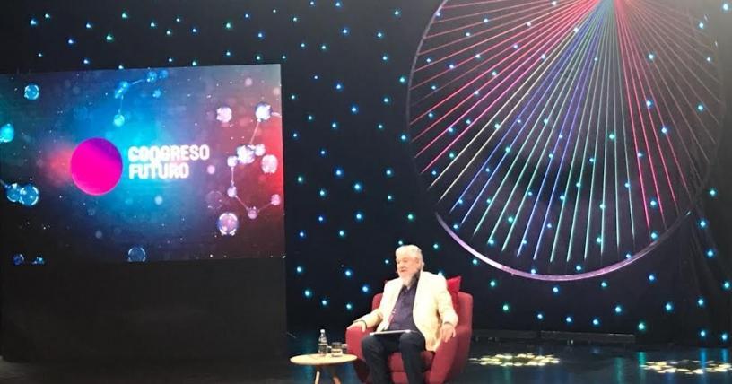 """Claudio Naranjo a tablero vuelto en el Congreso Futuro: """"La educación es para que la gente se adapte a una sociedad enferma"""""""