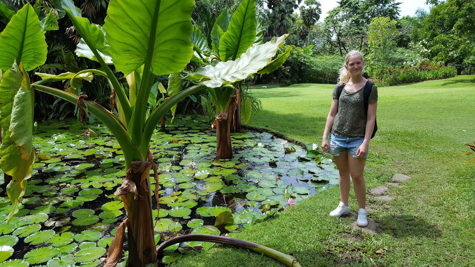 Tina Reiser på besøk i botanisk hage