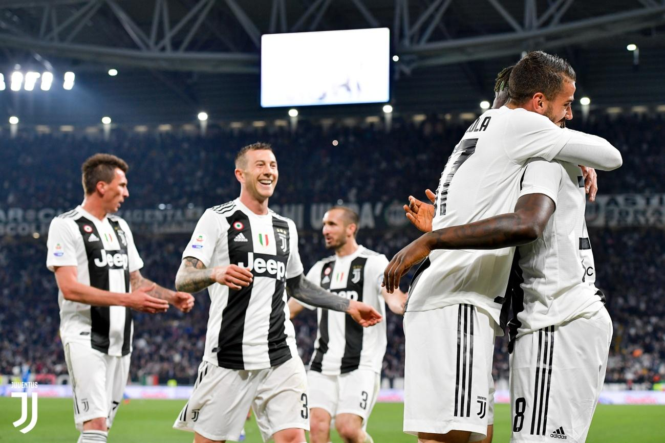 https://www.juventus.com/media/images/news-images/2018-19/giocatori/batch__J022468_20190401113915111_20190401123242.jpg