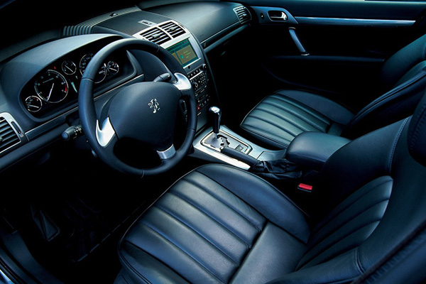 front-seat-of-Peugeot-407
