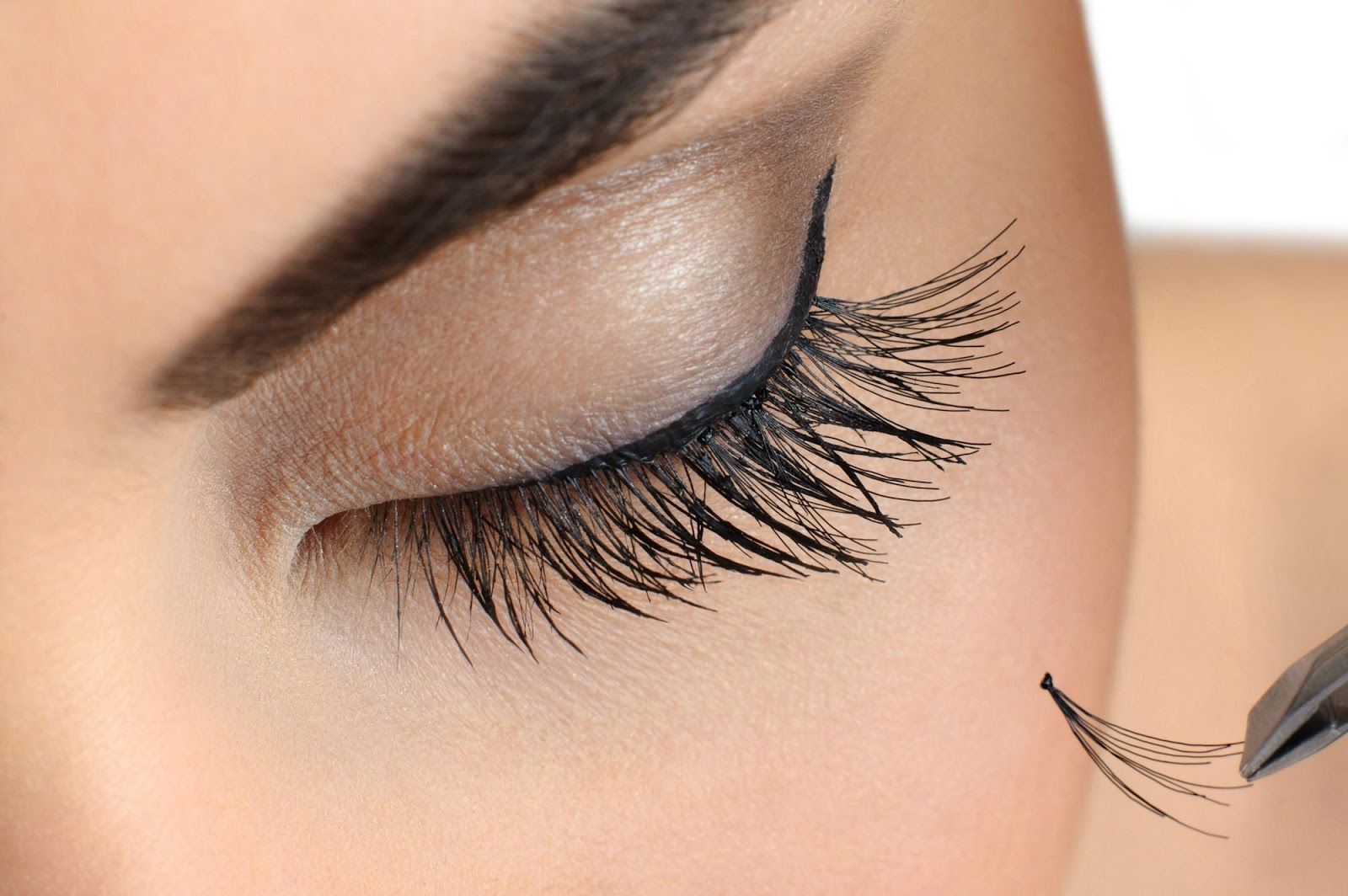 The Complete Eyelash Extension Care Guide for Long Lasting Lashes
