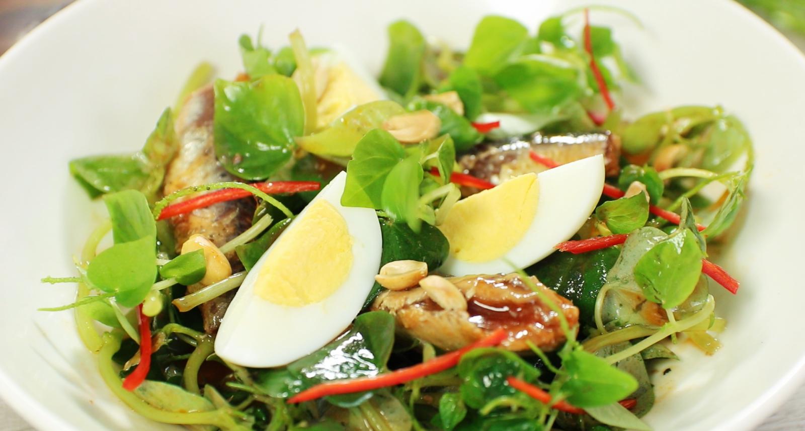 Người bệnh tiểu đường nên ăn salad rau kèm trứng vào buổi sáng.