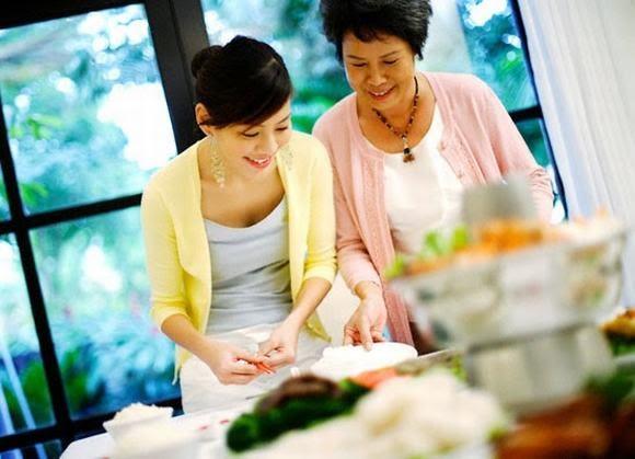 Đối xử tốt với gia đình nhà chồng sẽ khiến chồng tôn trọng vợ