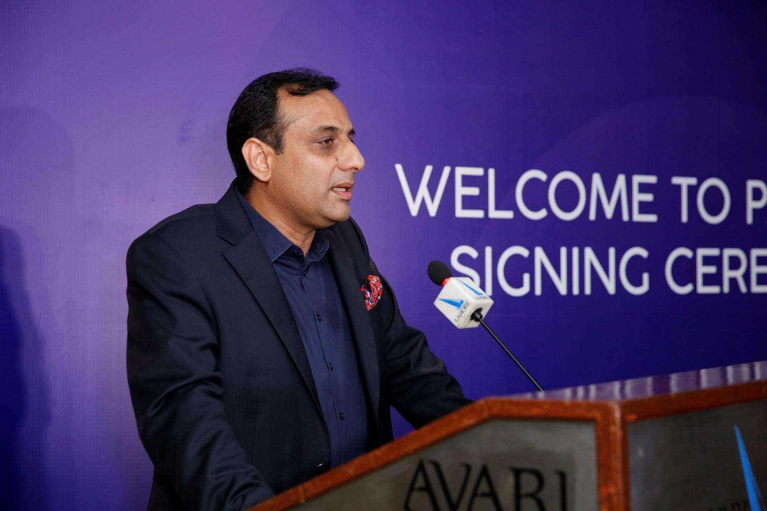 C:UsersSairaDesktopSocial MediaMr. Muzaffar Piracha ( CEO Airlink) showed his excitement during the partner signing ceremony..JPG
