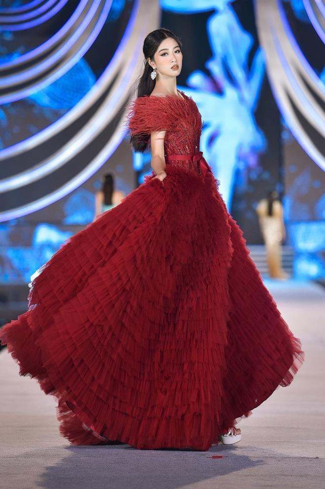 Kỳ Duyên, Đỗ Mỹ Linh khoe chân dài trong đêm thi của 'Hoa hậu Việt Nam' - 9