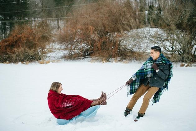 20-Non-Cheesy-Poses-for-Your-Engagement-Shoot-Bridal-Musings-Wedding-Blog-19