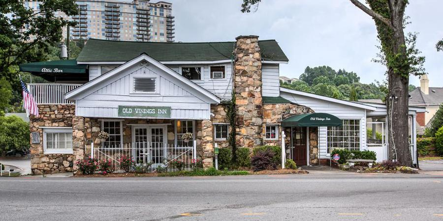 Lunch-In-Vinings-GA-Paces-and-Vine-Restaurants-to-Visit-in-Vinings-Smyrna-Old-Vinings-Inn-Café-Comma-Ray's-on-the-River SOHO-Atlanta-Paces-&-Vine-South-City-Kitchen-C-&-S-Seafood-Bar -Muss-&-Turner's-L'Thai-Organic-Cuisine-&-Wine-Bar-Stoney-River- Steakhouse-eating-with-erica-erica-key-atlanta-food-blogger-foodie
