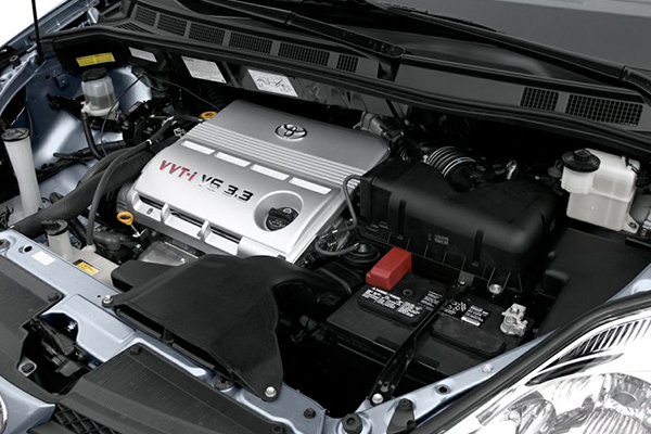 2005-Toyota-Sienna-engine