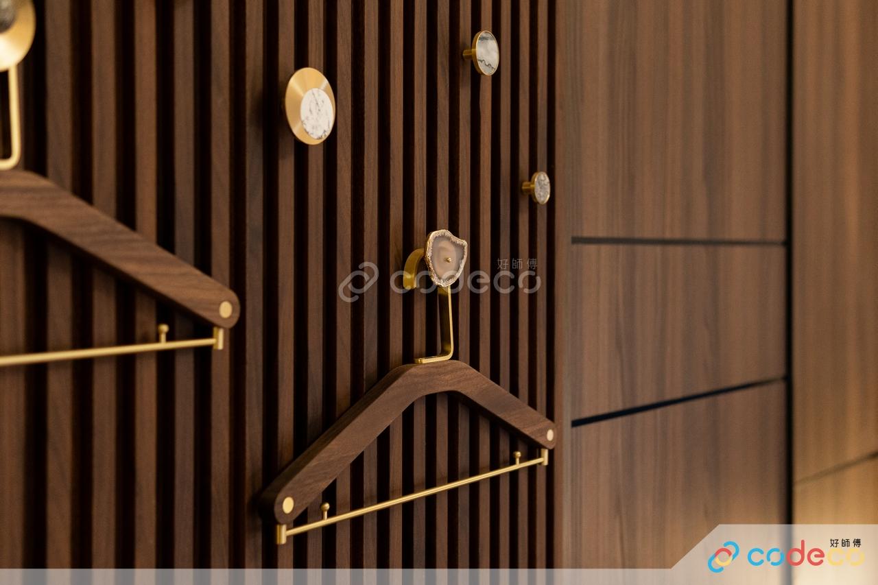 輕奢風金屬雲石紋主人房睡房設計木條衣櫃