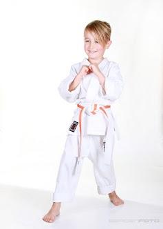 Iben i dogi = den hvite treningsdrakten vi bruker på trening. Hvitt belte medfølger.