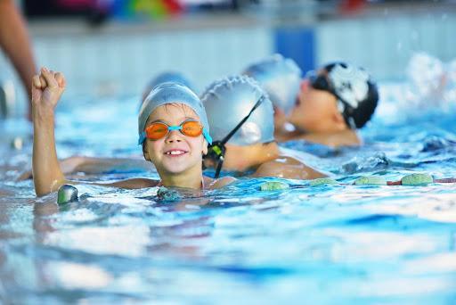 Плавание для коррекции нарушений осанки у детей |