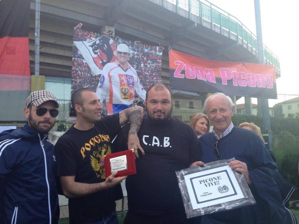 Фото 2013 року, Палмері другий зліва у футболці з написом «Россия»