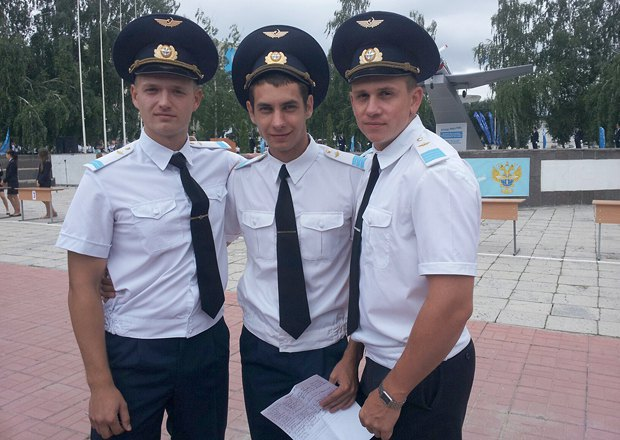 Иван Денискин – в центре