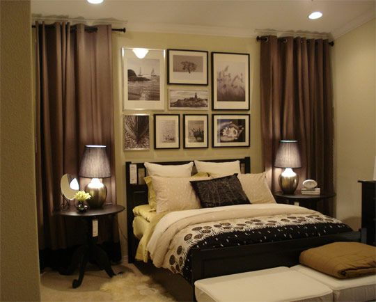 accent wall gallery behind bed.jpg