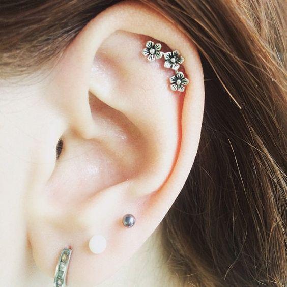 Vành tai (Helix Piercing)