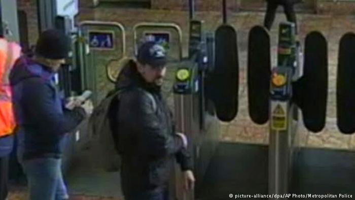 Снимки подозреваемых на вокзале в Солсбери в день покушения на Скрипалей, 4 марта 2018 года