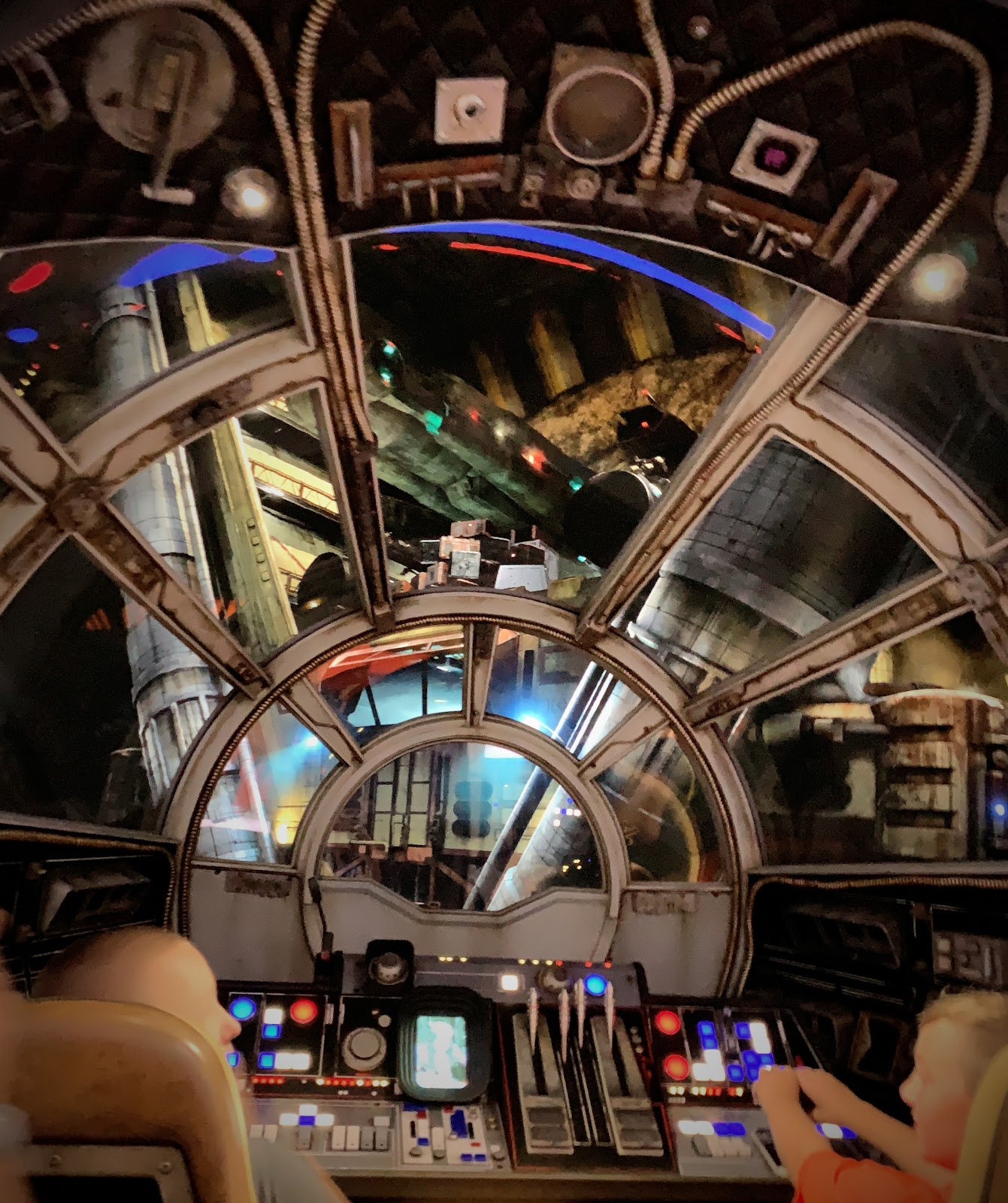 Star Wars Galaxy's Edge Millennium Falcon: Smugglers's Run