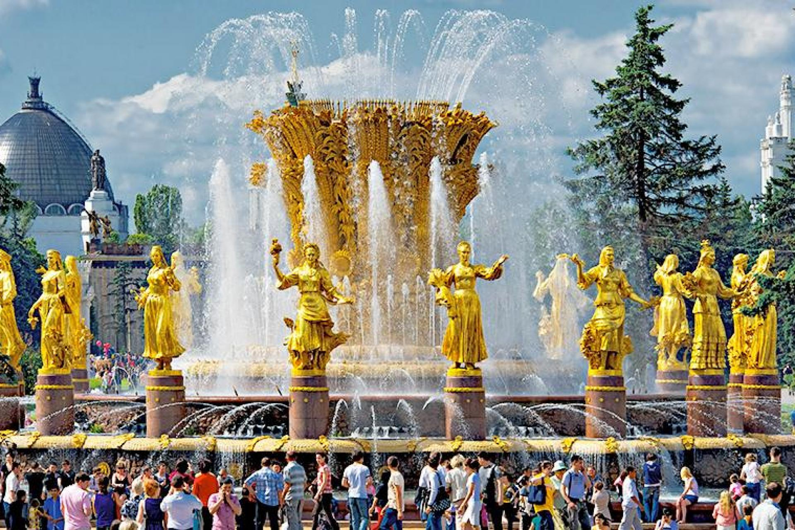 Moscow VDNH Tourists at the Friendship of peoples fountaine