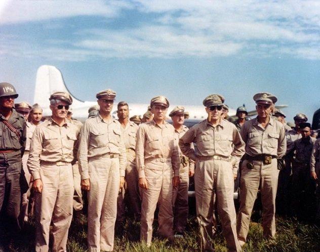 MacArthur_arrives_at_Atsugi;ac01732