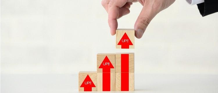 業界経験のアップを表す積み木