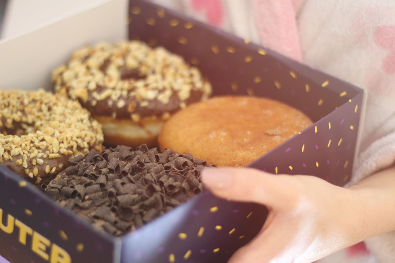 doughnut-2592733_1920.jpg