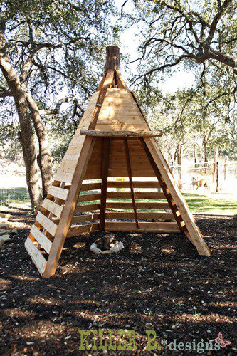 Build a Teepee Playhouse From Pallets: These 12 DIY Outdoor Pallet Furniture Ideas will add some flare to your outdoor space and save you money.
