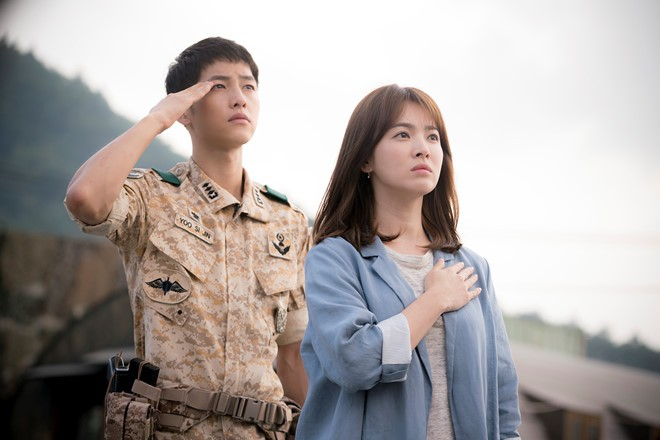 Đại Úy Yoo Shi Jin  và bác sĩ Kang Mo Yeon