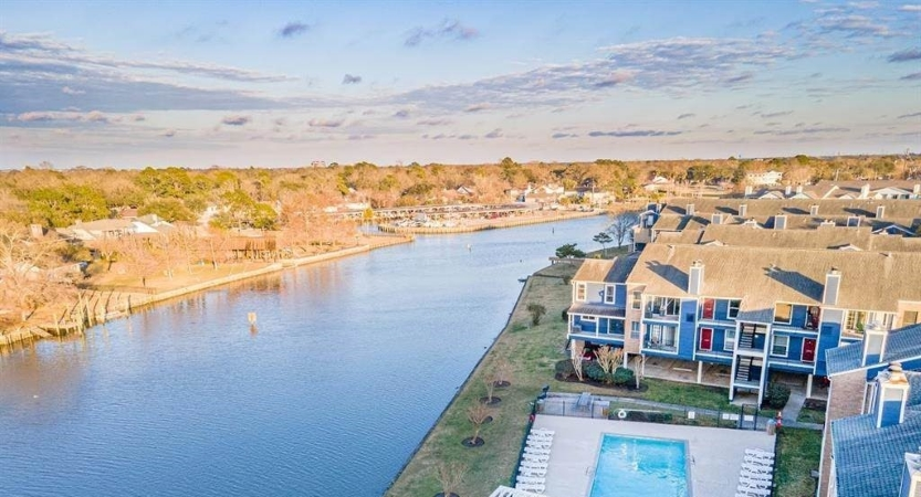 waterfront homes in Nassau Bay -- one of the Houston suburbs