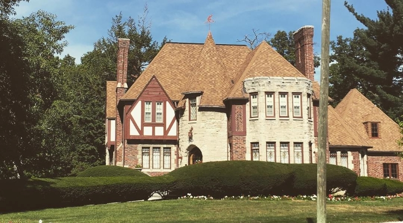 Detroit houses in Sherwood Forest are beautiful.