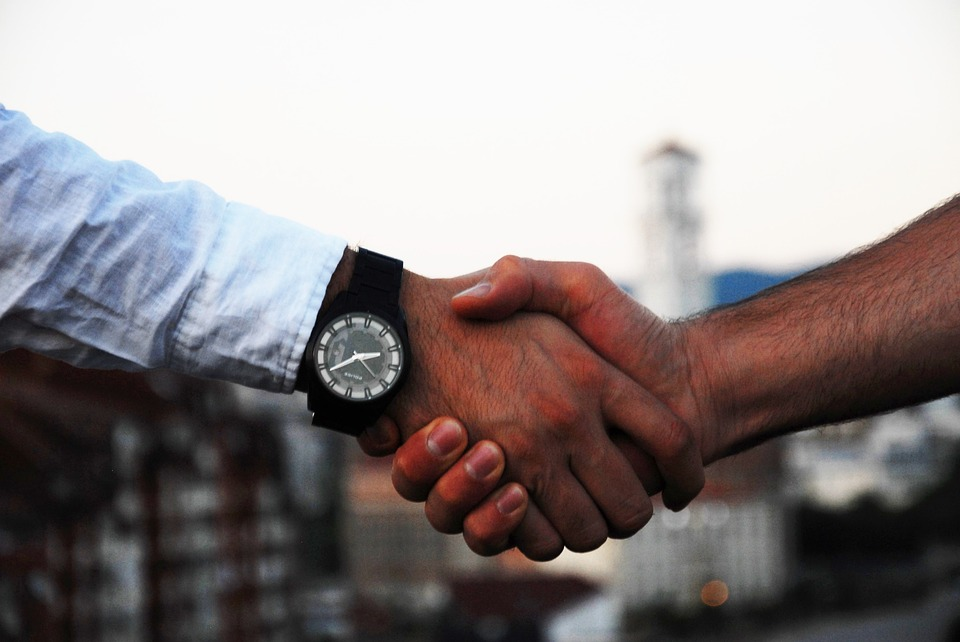 Handshake-Agreement-Business-Hand-Communication-1513228.jpg